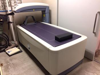 最新の骨密度測定装置(DEXA)